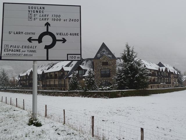 M COUTON Pierre Yves-Res village des thermes EXT