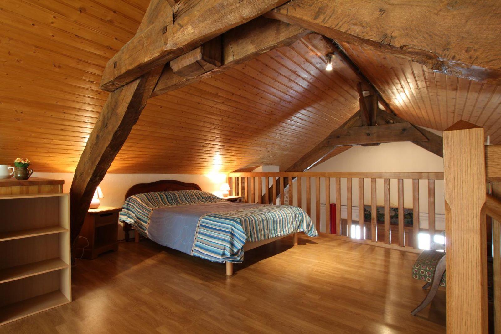 Maison Cacouteguy lit double sur mezzanine - Lacarre