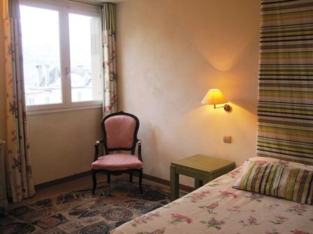chambre1bis-hotelleviscos-saintsavin-hautespyrenees