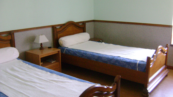 chambre2-trescazes-sazos-HautesPyrenees