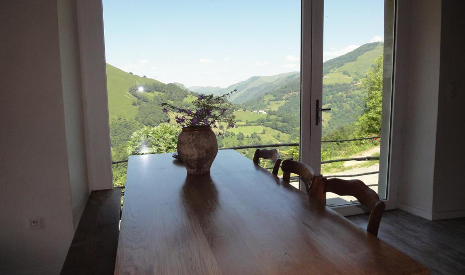 maison-uthurraltea-table