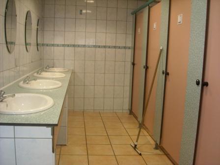 sanitaires-campingleviscos-beaucens-HautesPyrenees.jpg